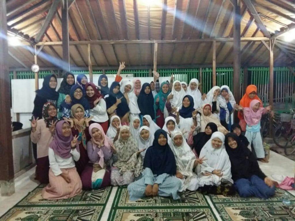 Remaja Masjid Abdurochim: Indahnya Buka Puasa Bersama Anak Yatim