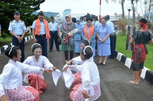 Kasau Tiba di Lanud Pattimura Ambon disambuta tarian selamat datang