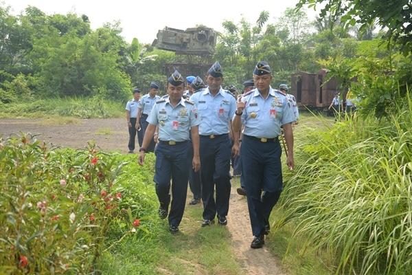 Komandan Lanud Halim Perdanakusuma Kunjungan Kerja Ke Pos Au Teluk Naga Dilanjut Tutup Karya Bakti