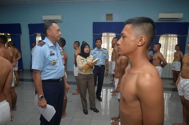 Pantukir Calon Taruna Akademi Angkatan Udara Di Lanud Halim Perdanakusuma