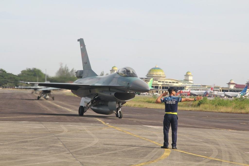 4 Unit Pesawat F-16 Landing di Lanud SIM