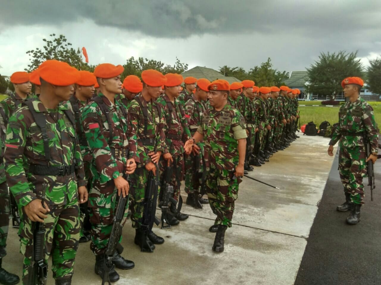 DANYONKO 465 PASKHAS MELEPAS KEBERANGKATAN PERSONEL PAM OBVIT DI LINGKUNGAN MABES TNI DAN KEMHAN