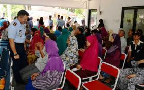 Sekkau Beri Layanan Kesehatan Gratis di Kampung Pulo