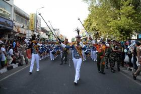 Drumband AAU Gita Dirgantara tampil di Pawai Pembangunan Yogyakarta