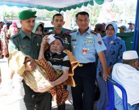 TNI Bantu Masyarakat Melalui Pengobatan Gratis