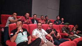 Personel Lanud Ngurah Rai Nobar Film Merah Putih Memanggil