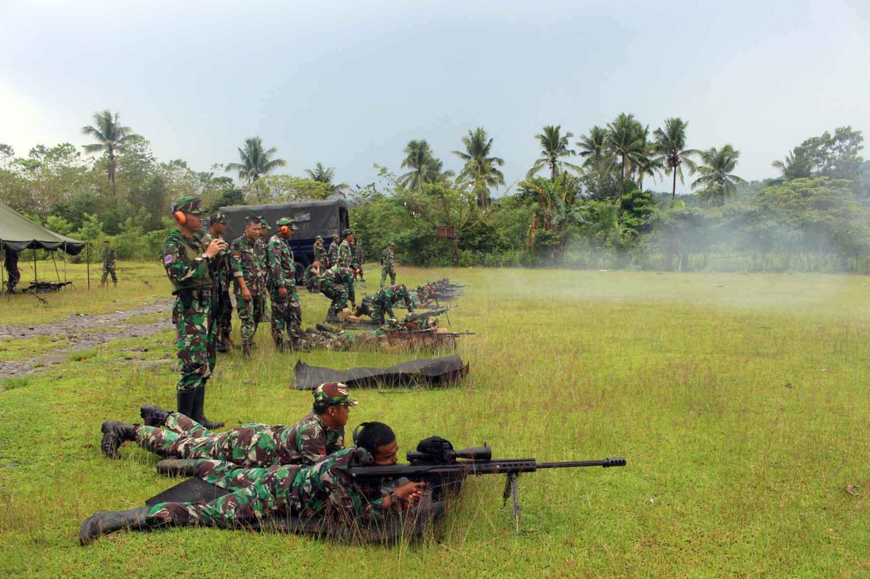 Yonko466 Paskhas Latihan Menembak Senjata Bantuan