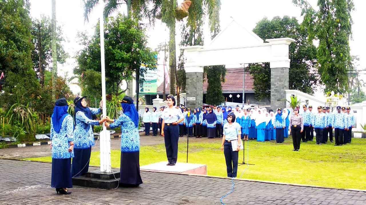 Komandan Skadik 105 Pimpin Upacara Hari Ibu di Lapangan Pakem Kaliurang