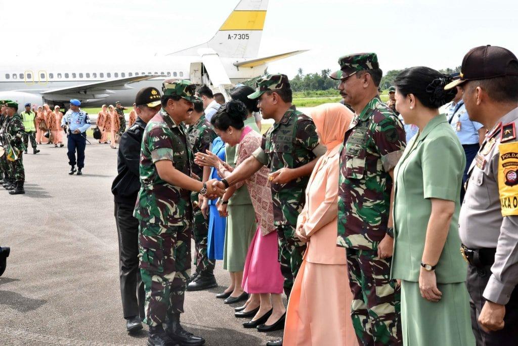 Pangkoopsau I Turut Sambut Kunjungan Panglima TNI di Kalbar