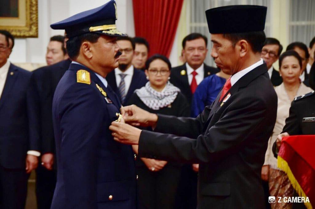 PRESIDEN RI RESMI LANTIK MARSEKAL TNI HADI TJAHJANTO, S.IP. JADI PANGLIMA TNI