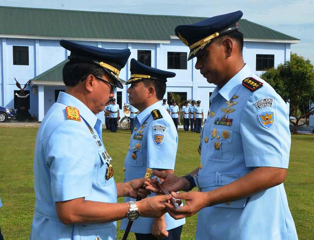 Lantik Kolonel Pnb Esron.Bs. Sinaga Komandan Sekkau Baru