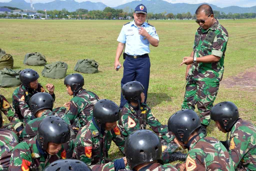 Praktek Terjun Hari Pertama Susparadas A-183 Skadik 204 Lanud Sulaiman