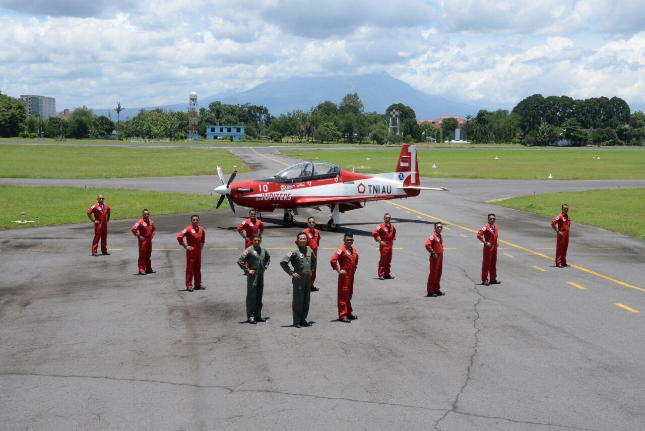Gubernur DIY ikut Joy Flight di Lanud Adisutjipto