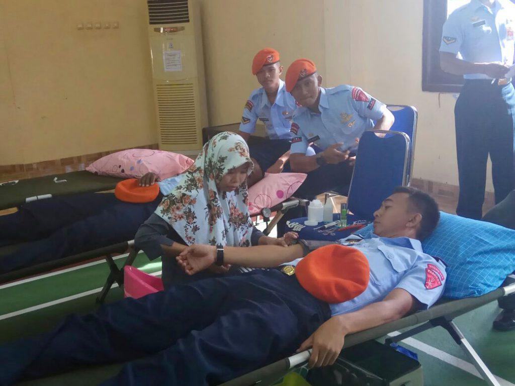 Prajurit Yonko 468 Paskhas Ikuti Donor Darah HUT Kohanudnas