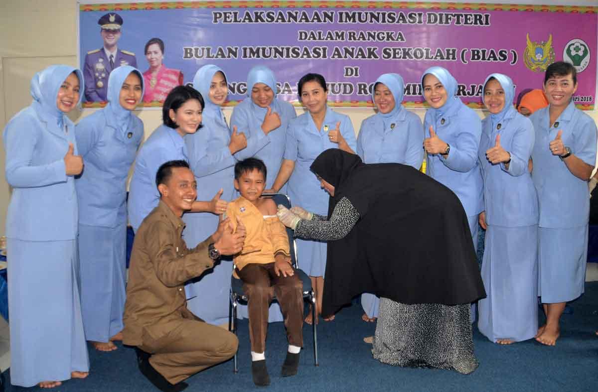 Cegah Difteri, PIA AG Lanud Rsn Adakan Imunisasi di SD Angkasa