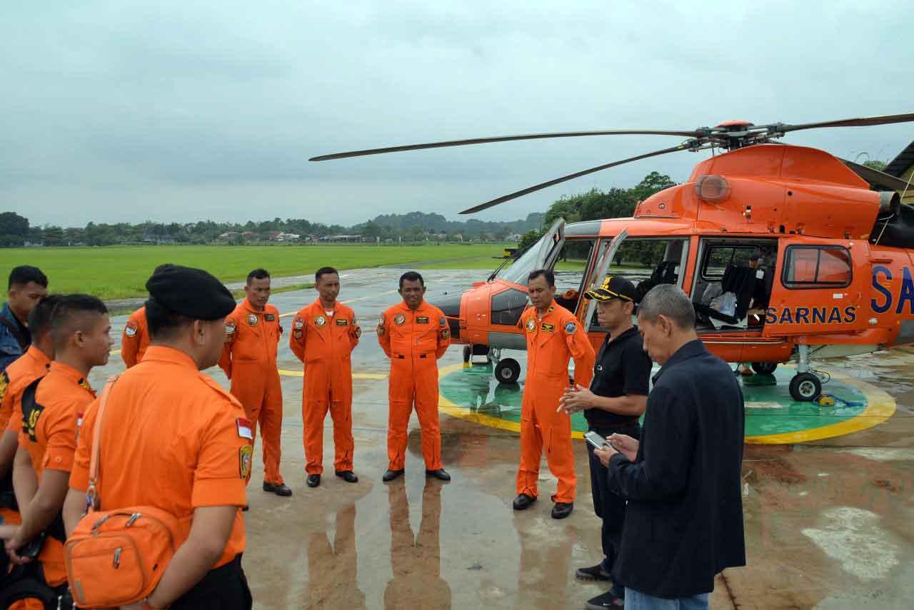 Helikopter Basarnas Dari Lanud Ats, Mencari Korban Karamnya Kapal Laut