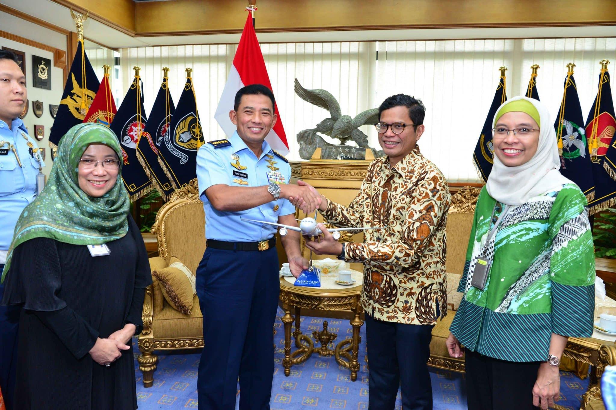 TNI AU Tingkatkan Kemitraan dengan PT Garuda Indonesia