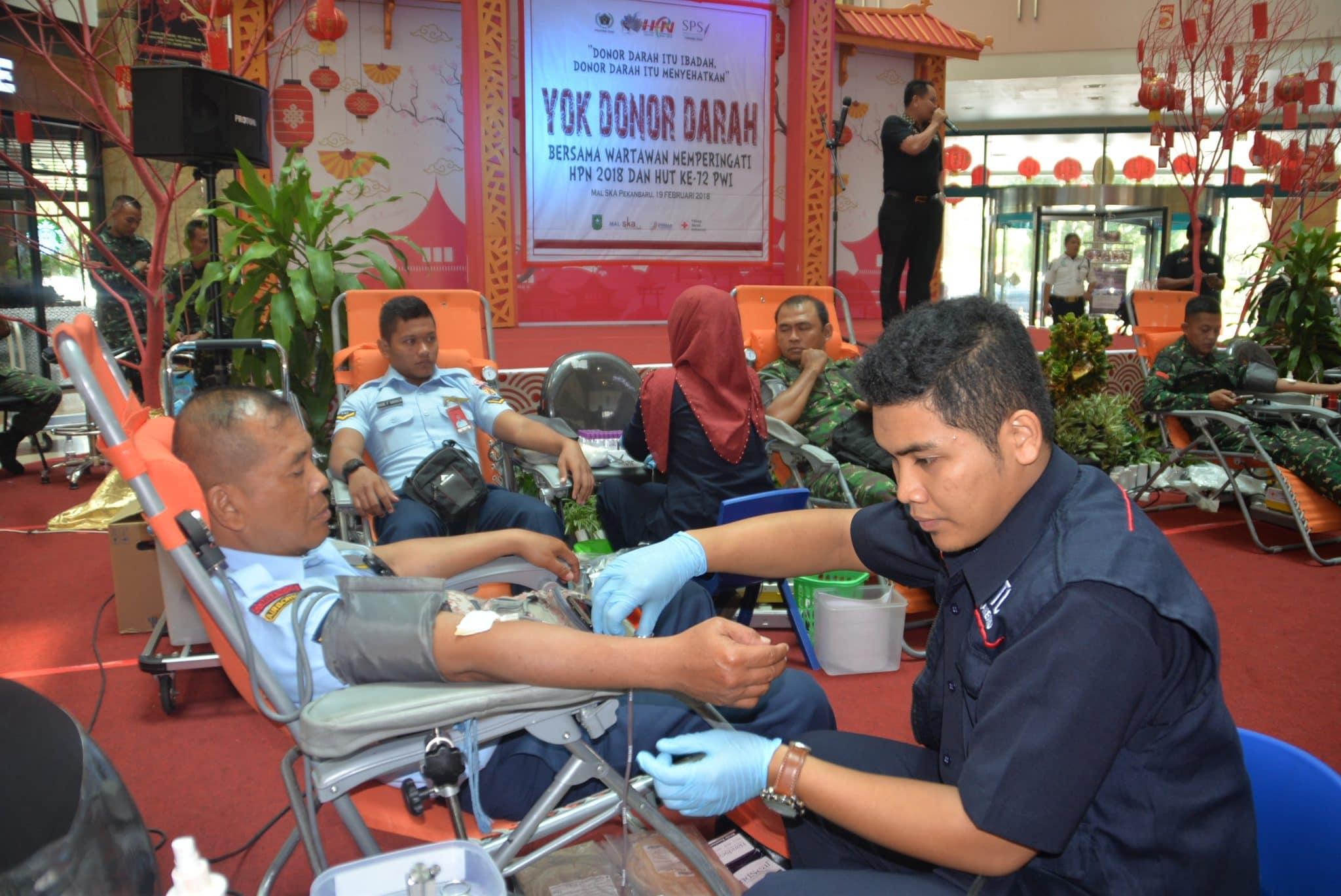 Personel Lanud Rsn Ikuti Donor Darah Yang digelar PWI Riau