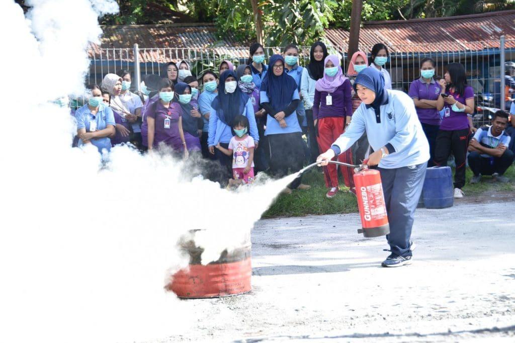 Latihan Penanggulangan Kebakaran di Lanud Sam Ratulangi