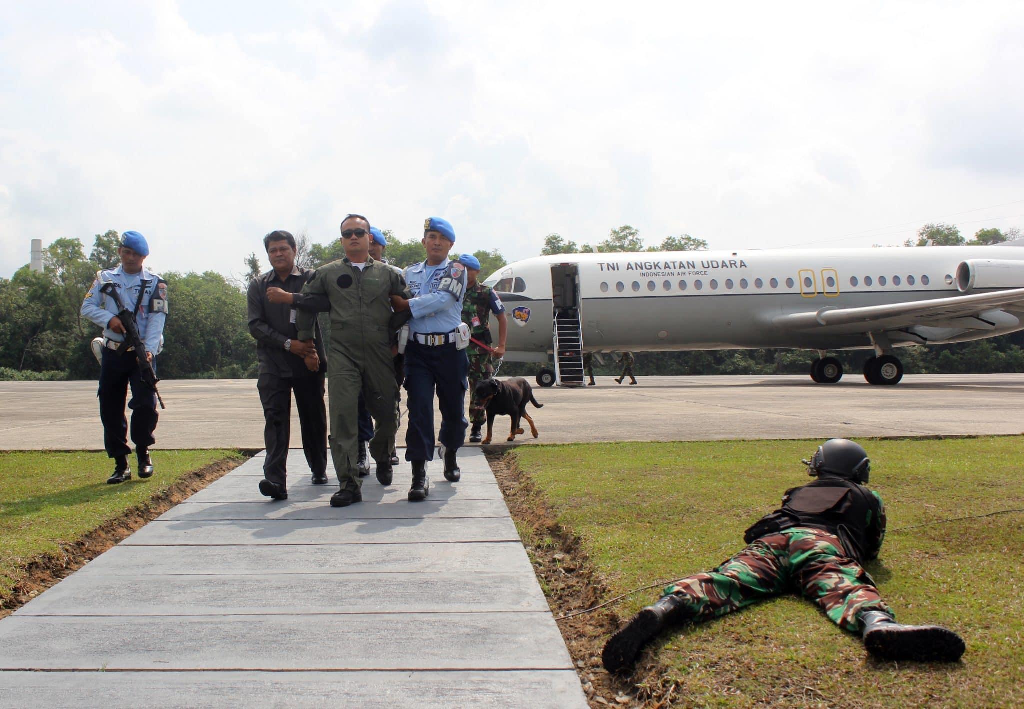 "Pesawat Tempur F-16 Lanud Rsn ""Force Down"" Pesawat Asing"