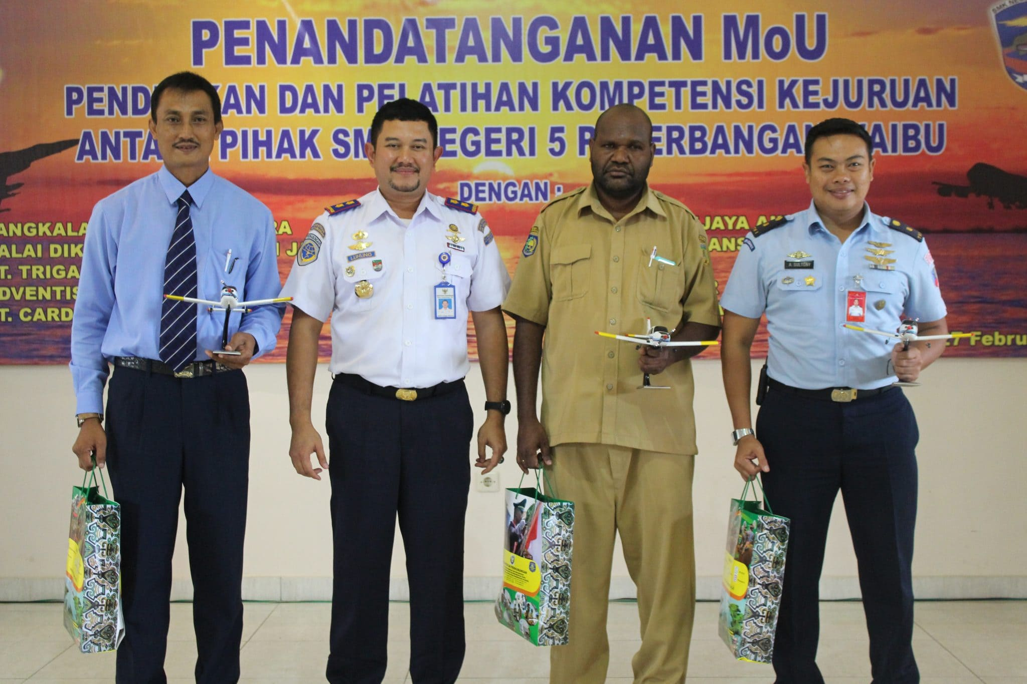 Penandatangan MoU SMK 5 Penerbangan Waibu