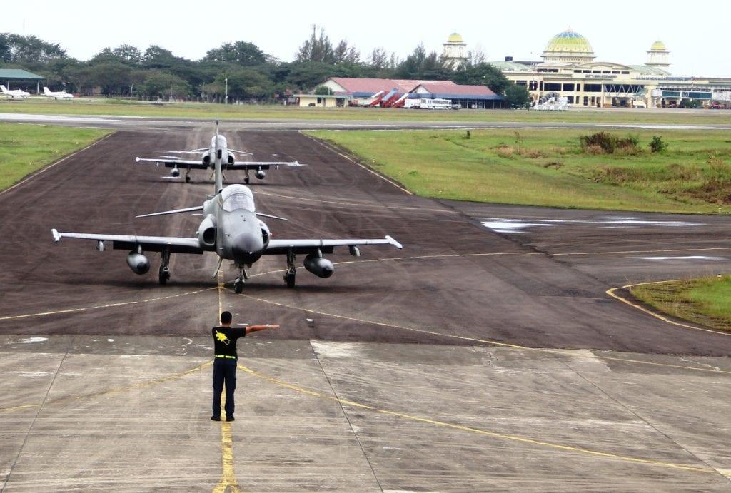 Enam Pesawat Hawk Tiba di Lanud Sim