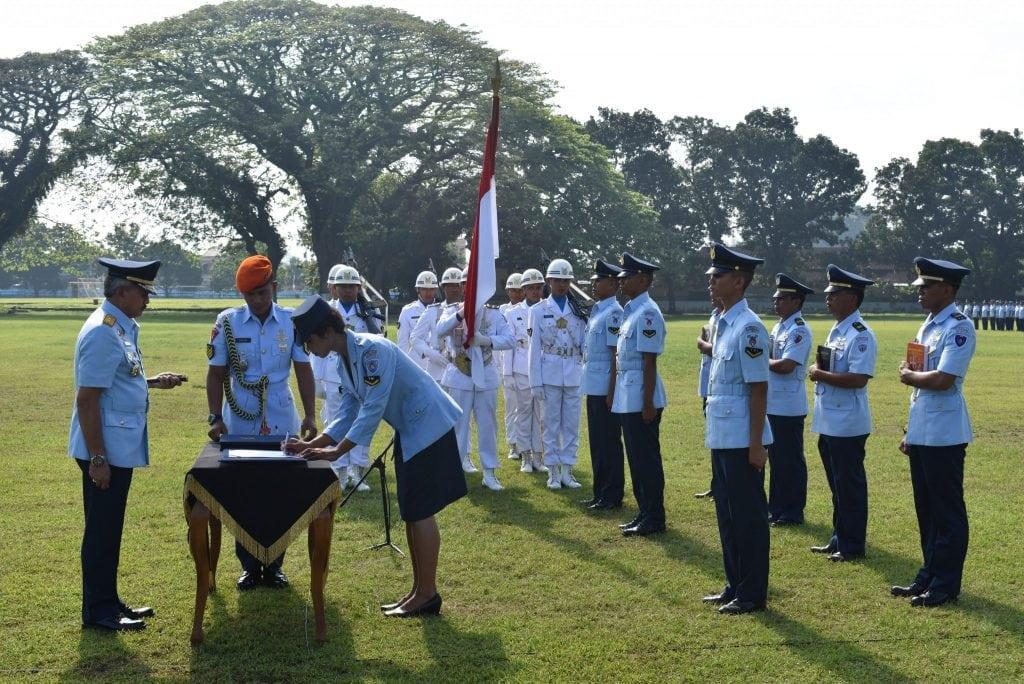 Dankodiklatau Lantik 439 Bintara Baru TNI AU