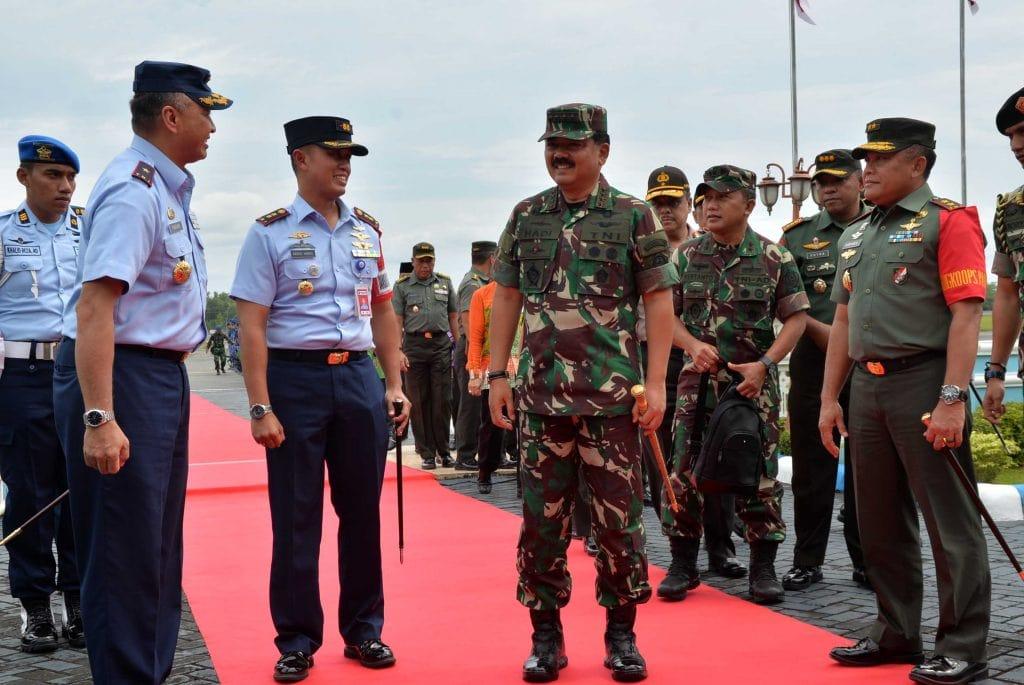 Komandan Lanud Sjamsudin Noor Sambut Kedatangan Panglima TNI