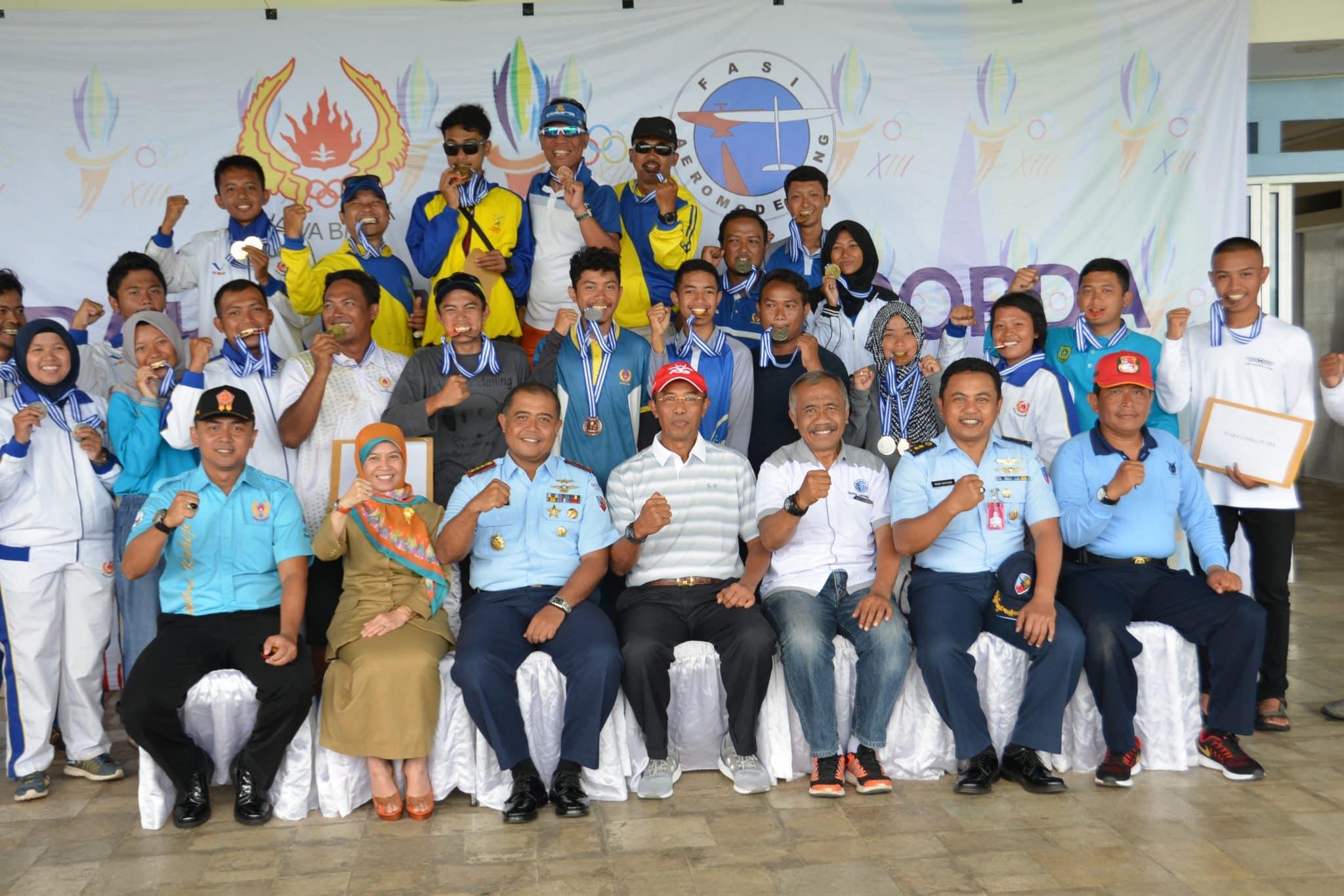Komandan Lanud Sulaiman Tutup Kejuaraan Aeromodelling Di Lanud Sulaiman