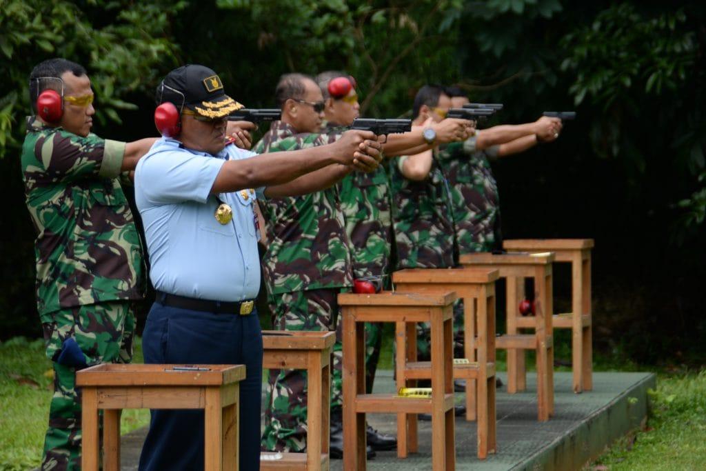 Prajurit Koopsau I Uji Kemampuan Menembak