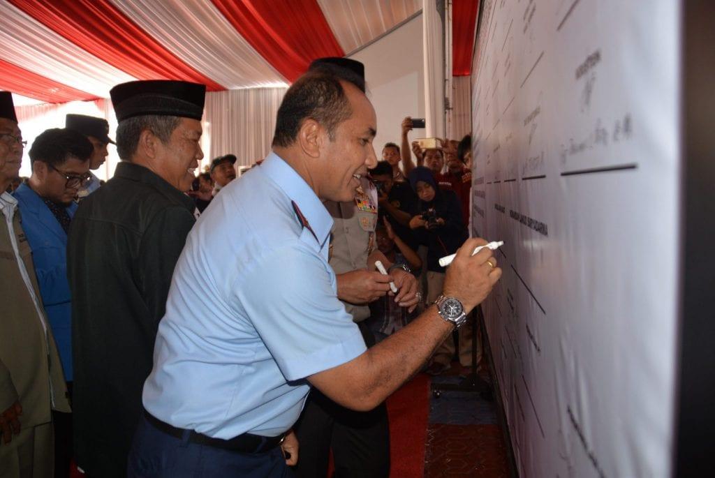 Danlanud Suryadarma ikut mendeklarasikan Anti Hoak bersama Kapolda Jabar