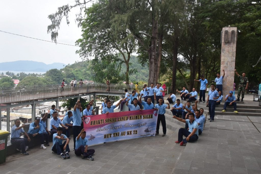 Karya Bakti Lanud Mus Dalam Rangka Menyambut HUT TNI AU Ke-72 Di Jalan Protokol Balaikota Sabang