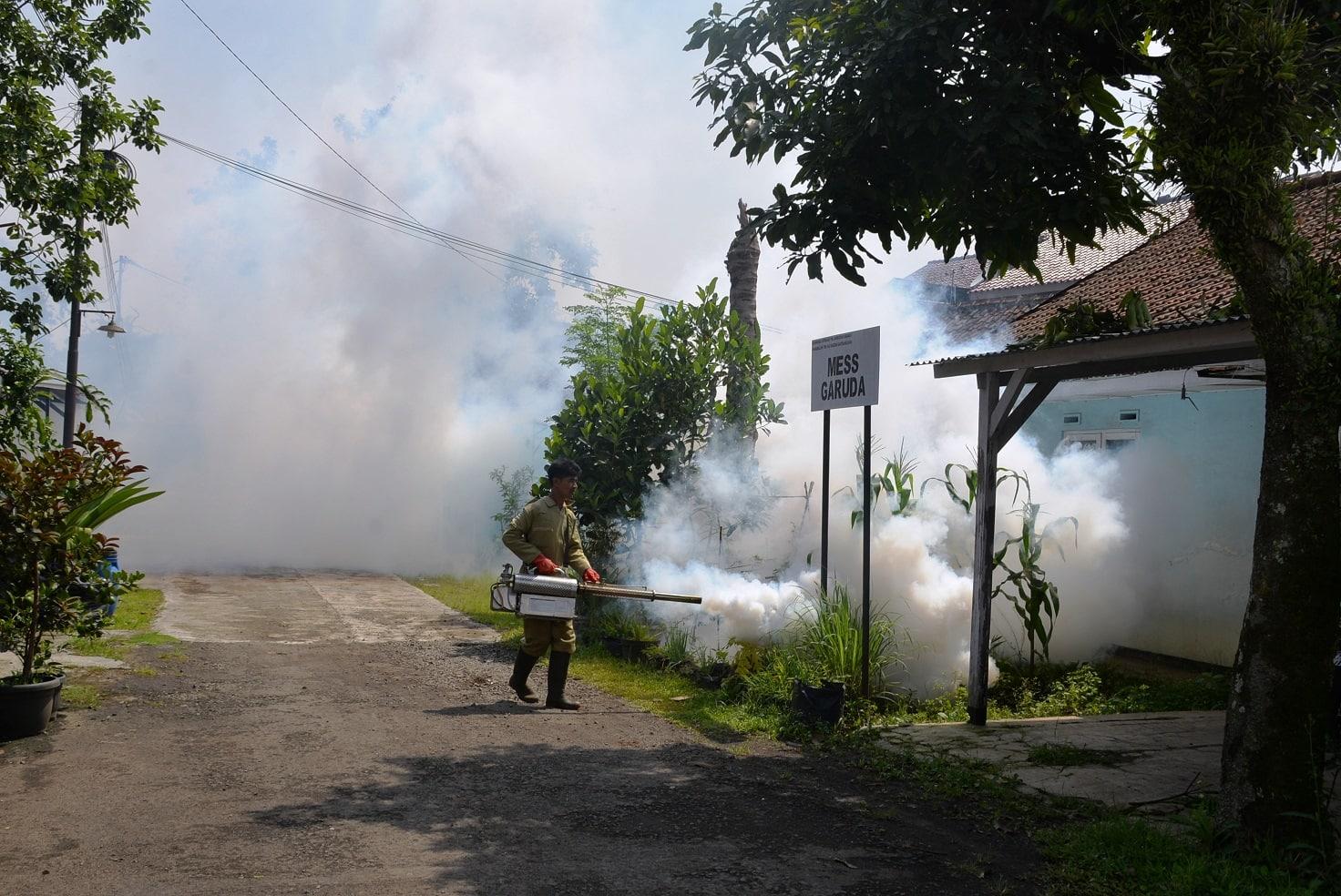 Antisipasi Penyebaran DBD Lanud Husein Sastranegara Laksanakan Fogging