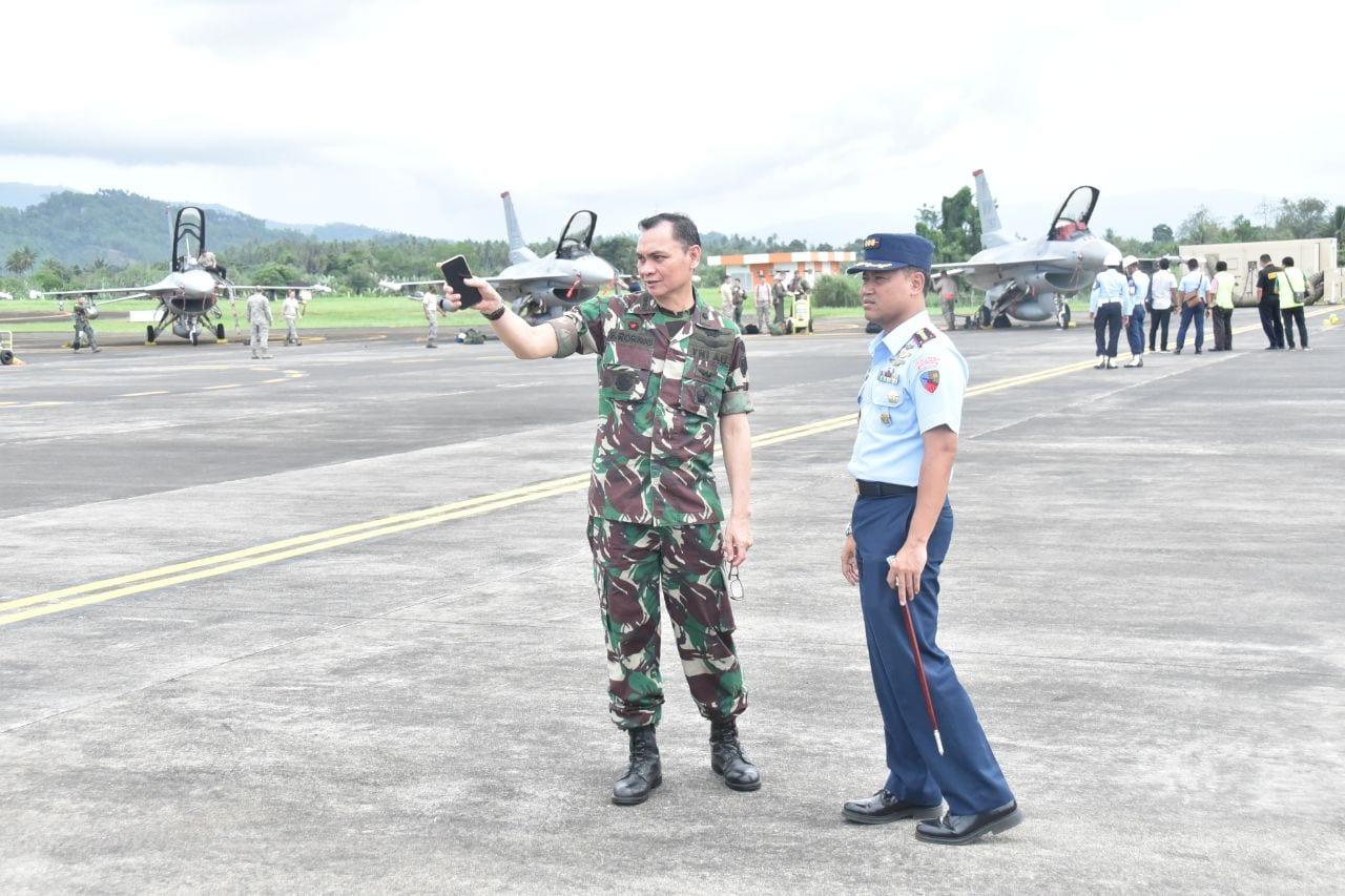 Kedatangan Pesawat F-16 US Air Force Dalam Latma Cope West di Lanud Sam Ratulangi