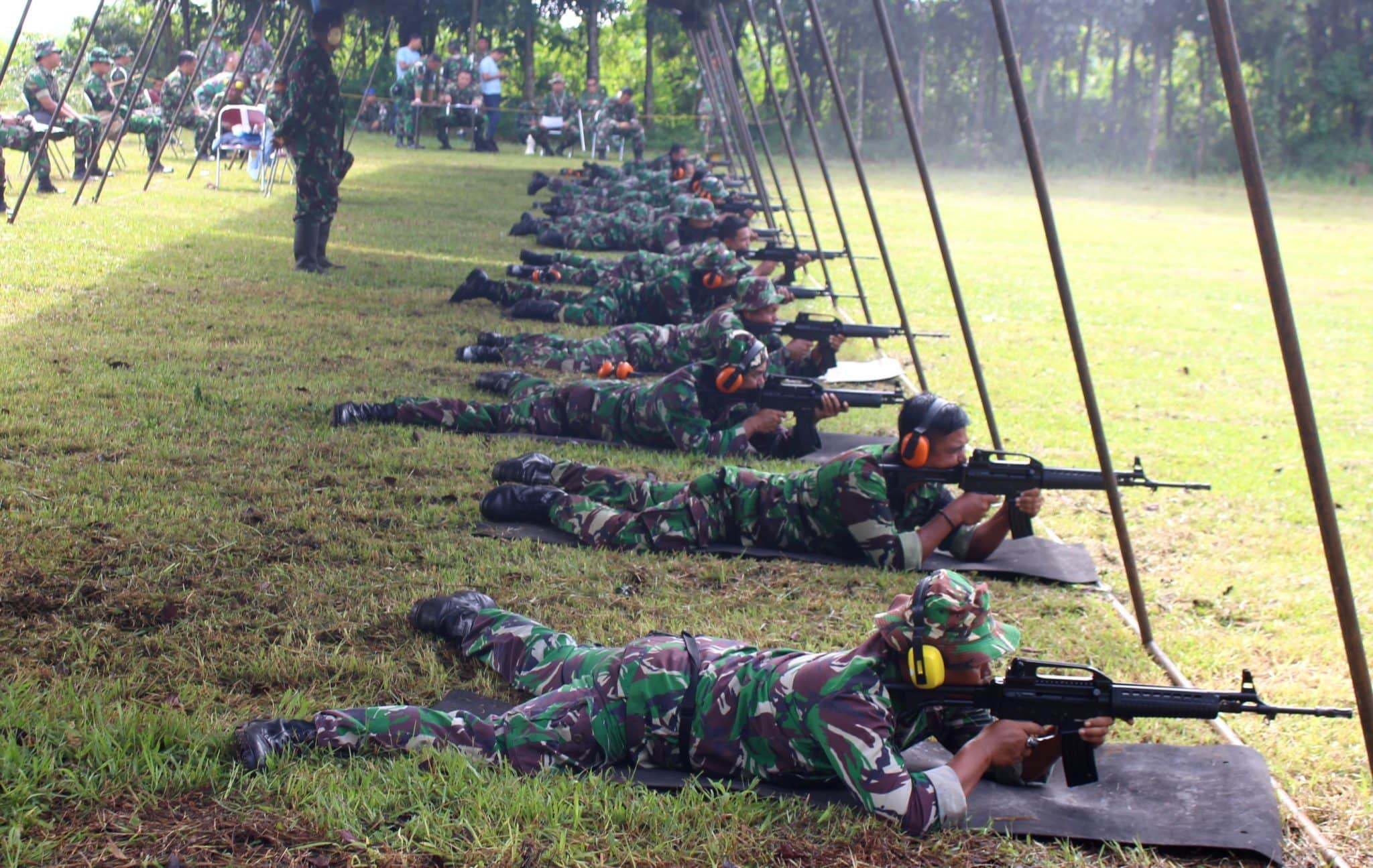 Anggota Lanud Suryadarma Tingkatkan Kemahiran Menembak
