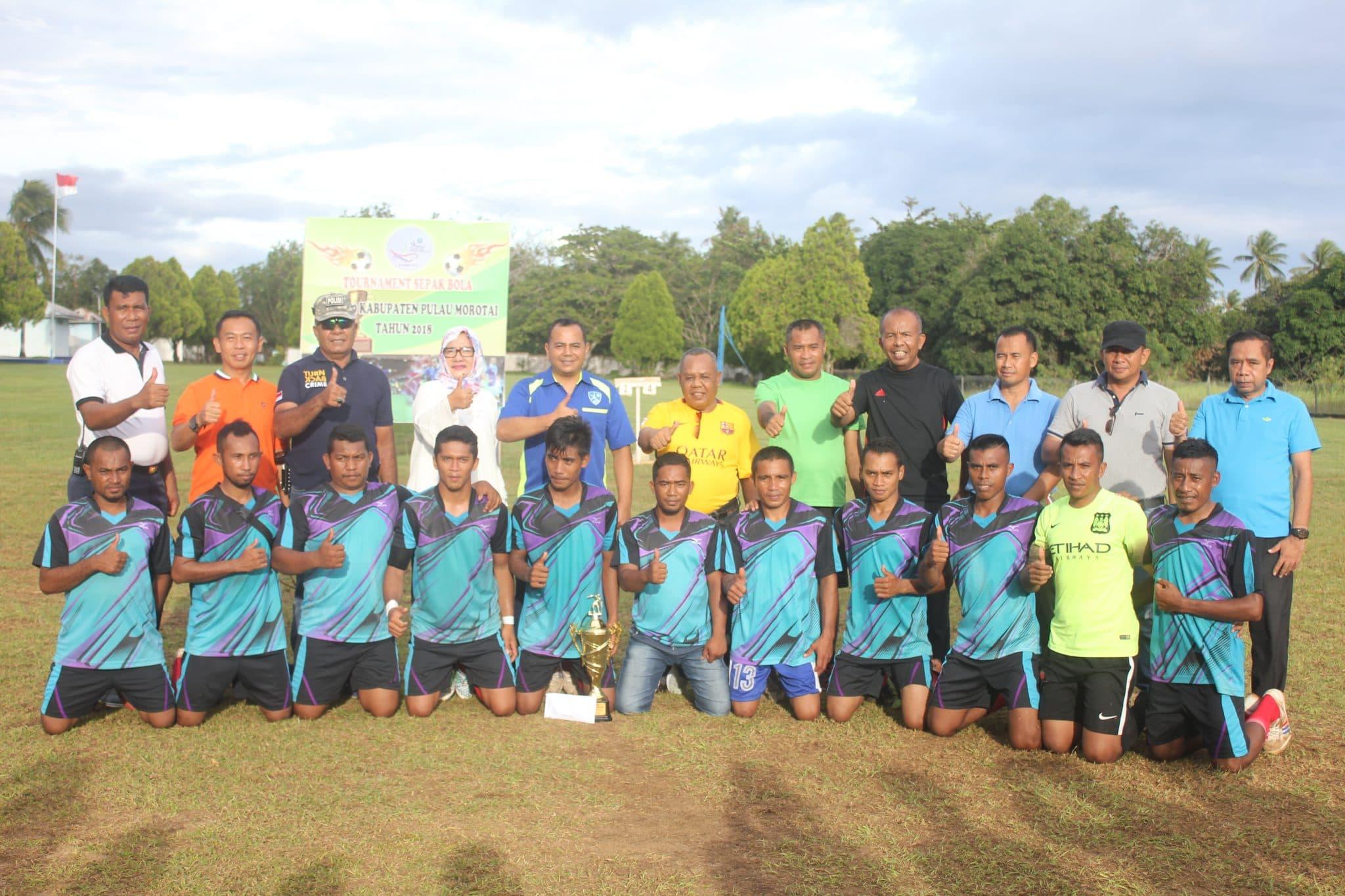Komandan Lanud Leo Wattimena Tutup Turnamen Sepak Bola Dalam Rangka Hut Ke-9 Pulau Morotai