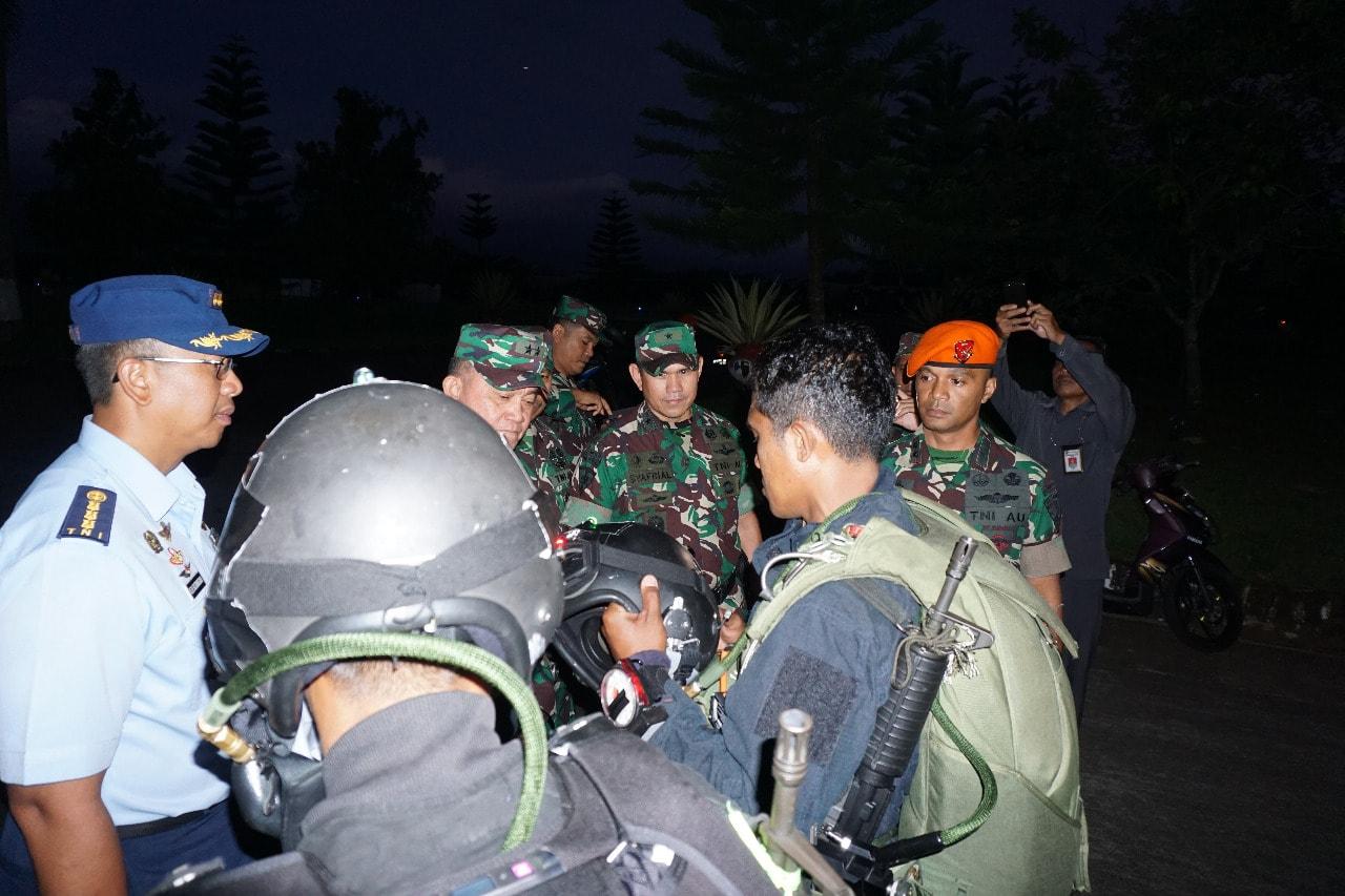 Asops Panglima TNI Kunjungi Latihan Bersama Terjun HALO/HAHO