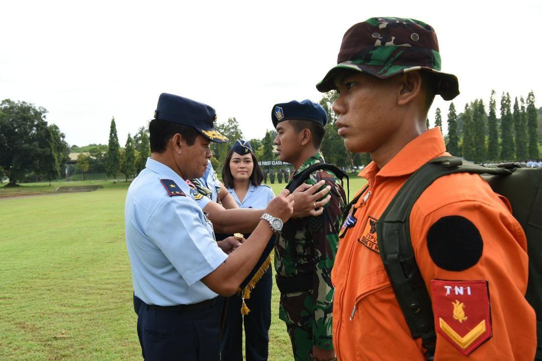 Calon Pilot Militer Wajib Ikuti Survival Dasar