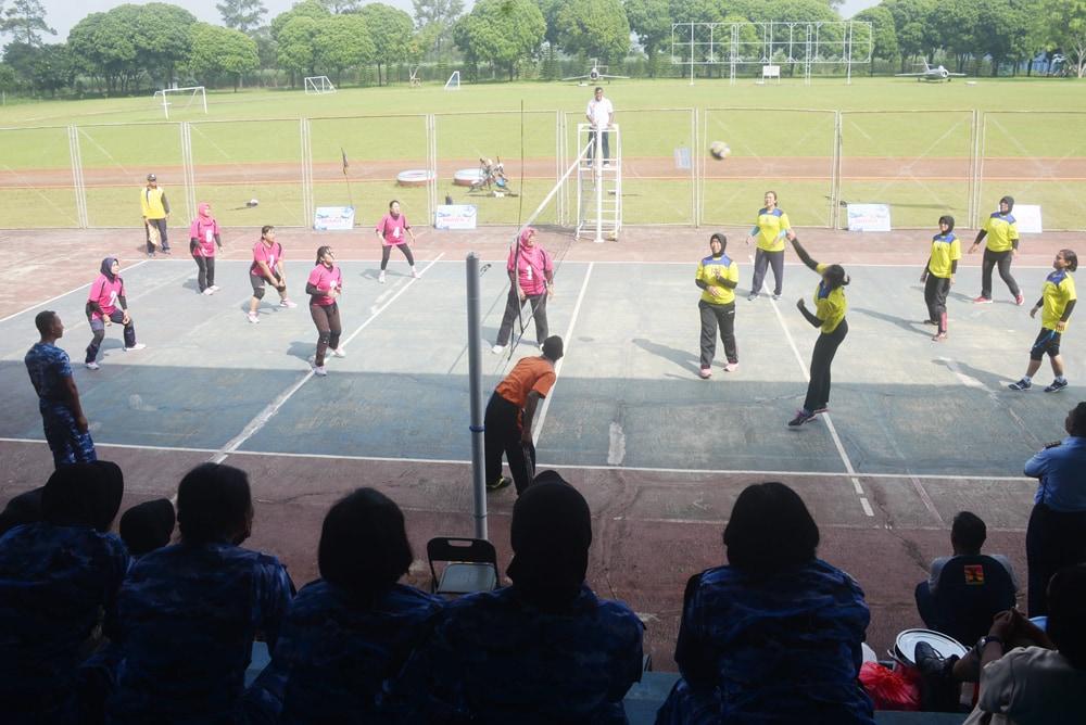 Team Volly Putri Dinas Personel Rebut Juara Setelah Kalahkan Team Volley Markas Wing 2 Lanud Abd Saleh