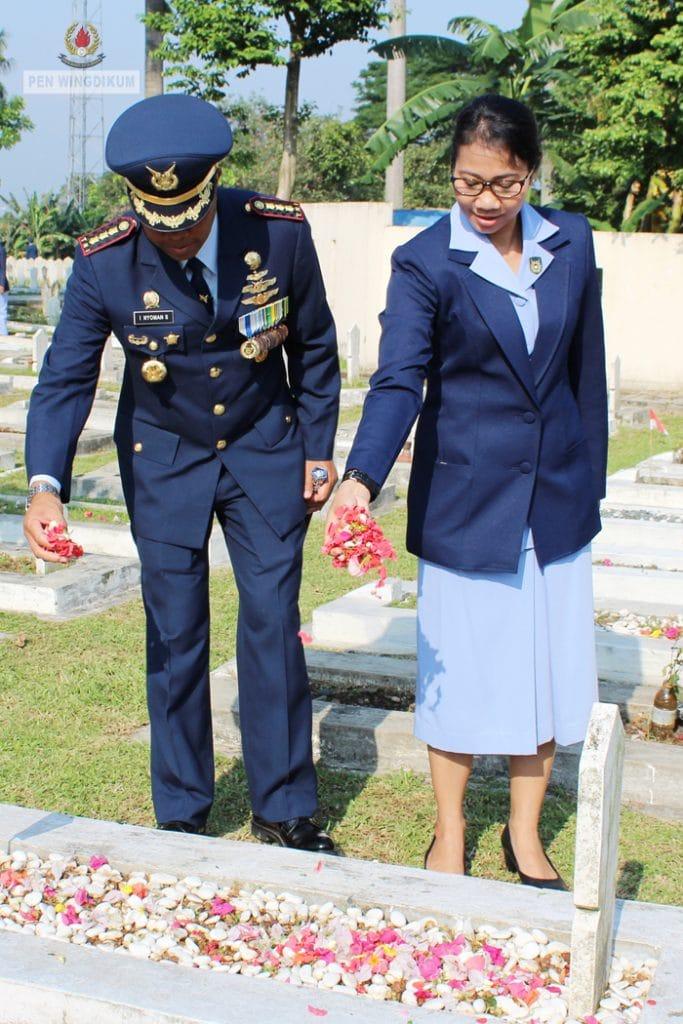 ZIARAH PERINGATAN KE-72 HUT TNI AU DI TMP DREDED BOGOR