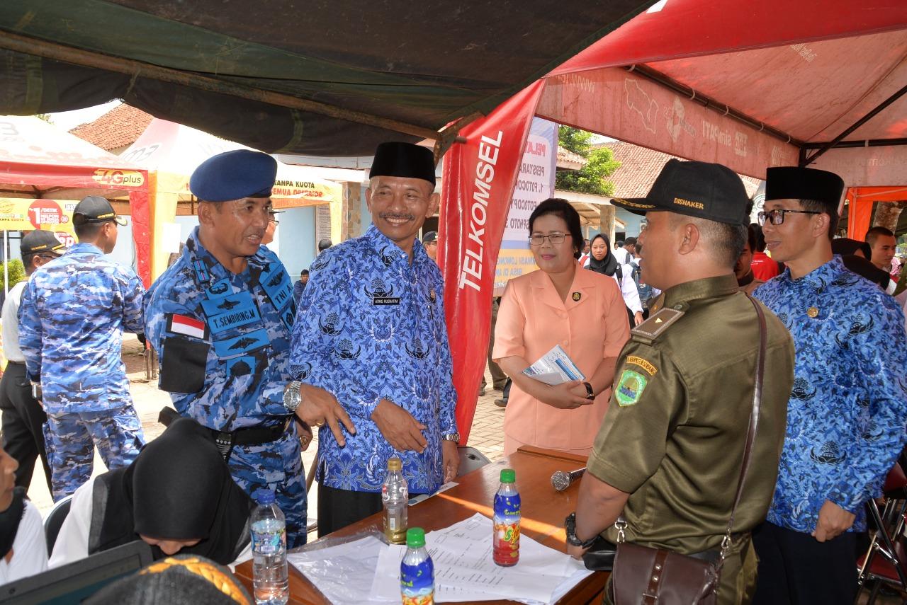 Plt. Bupati Subang dan Komandan Lanud Suryadarma Buka Job Fair di SMK Angkasa 1