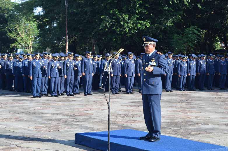 Wing II Paskhas Ziarah Di TMP Panaikang Makassar