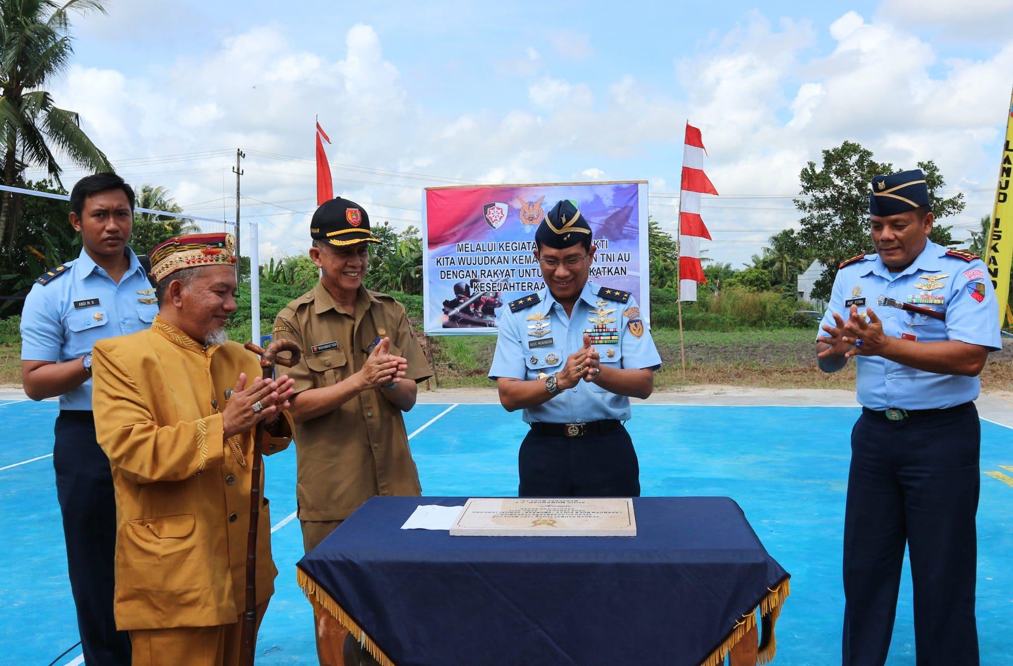 """Aspotdirga Kasau Resmikan Lapangan Bola Volly """"Angkasa"""" Di Desa Sungai Tendang"""