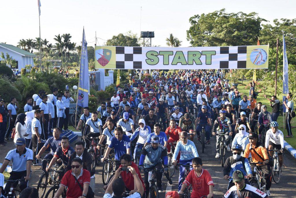 1000 Peserta Fun Bike, Meriahkan Puncak Bulan Dirgantara di Lanud Supadio