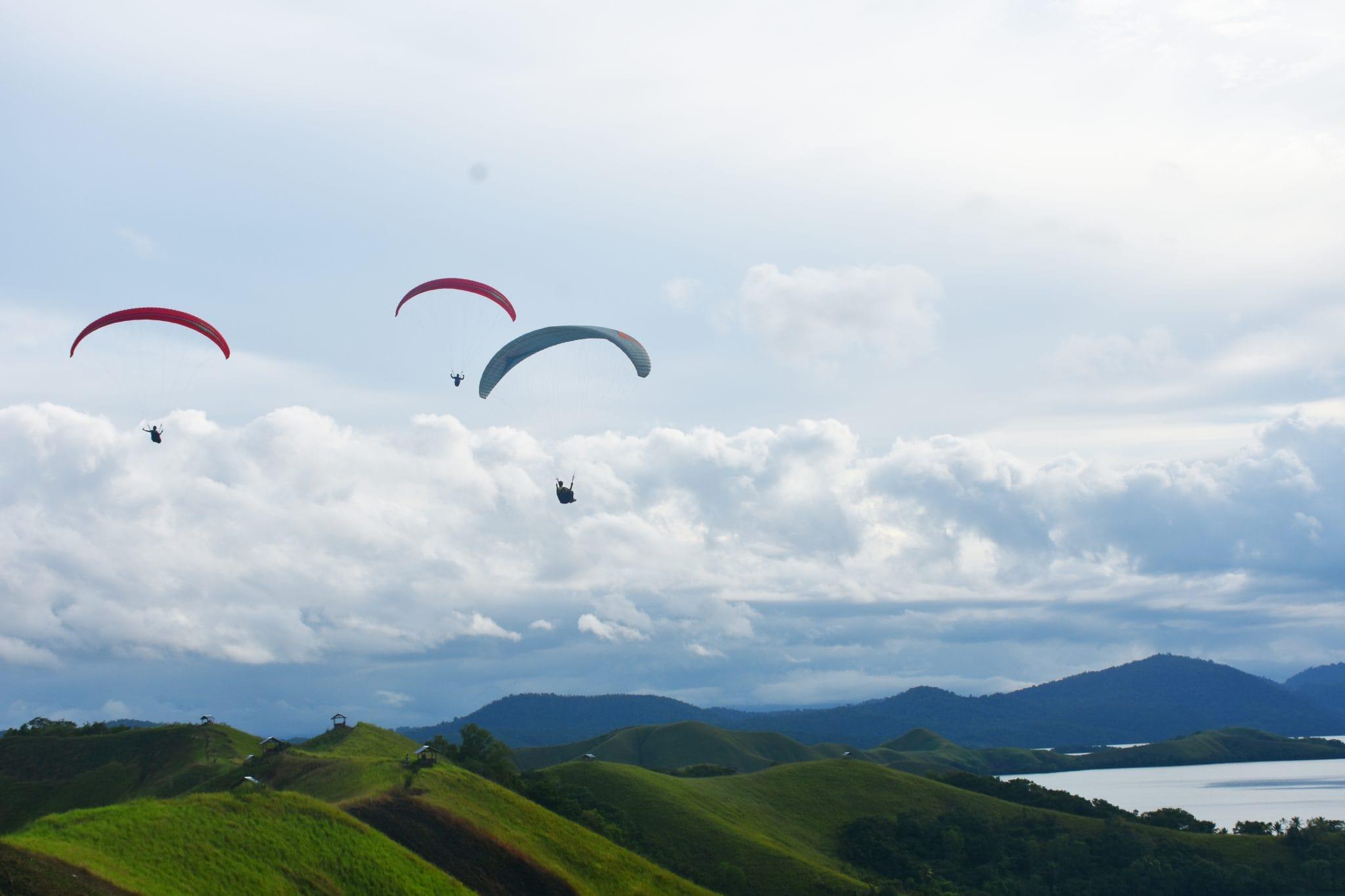 Latihan Paralayang di Jayapura