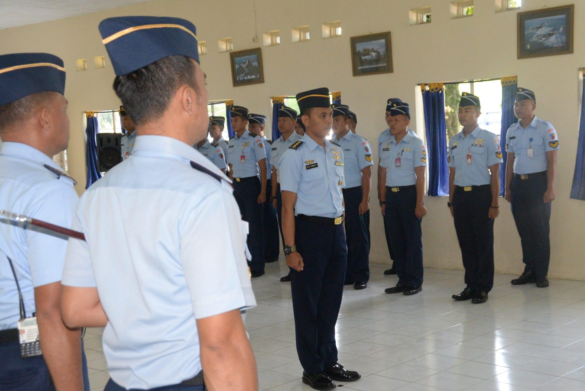 Danlanud Ats Menerima Laporan Kenaikan Pangkat 11 Perwira