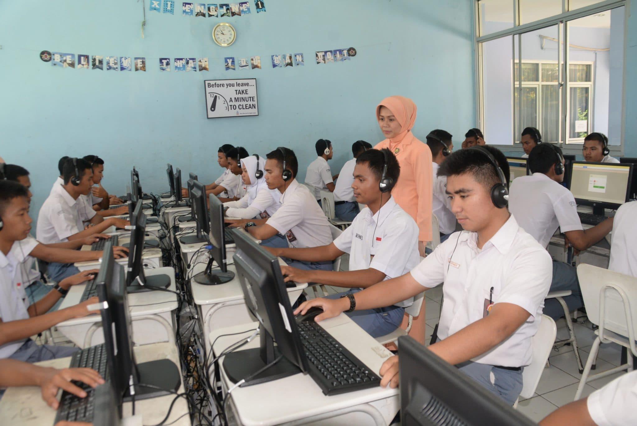 Yasarini Pengurus Cabang Lanud Ats Tinjau UNBK SMK Penerbangan Bogor