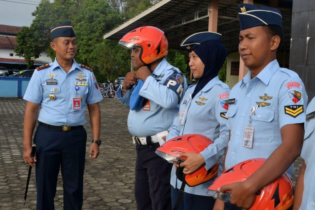Keseragaman Lanud Sjamsudin Noor Gunakan Helm Orange Standar SNI