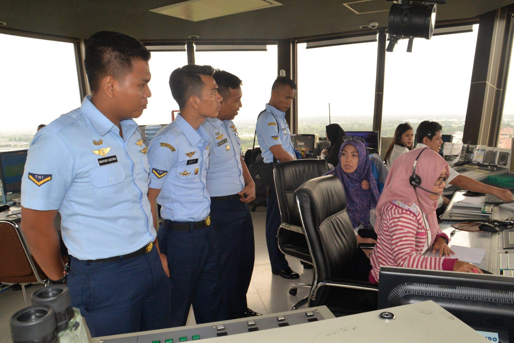 Siswa Susba MCC XXII Latis Ke Bandara Udara Juanda Surabaya