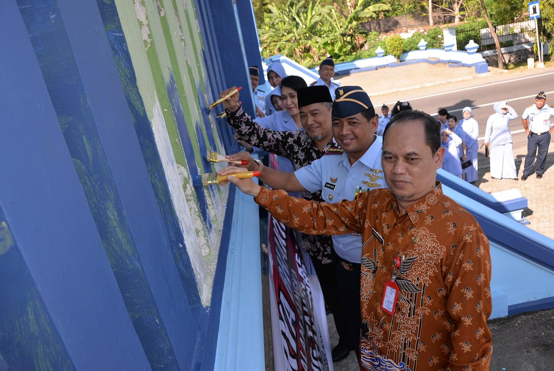 Karya Bakti Peringati Hut Ke-72 TNI AU di Lanud Iswahjudi